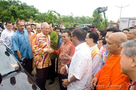 Prime Minister, Najib attended the  Wesak celebration in the Dong Zen Temple : Source:http://light-mttrs.com/blog/?p=499