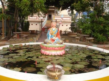 The statue of Giuru Rinpoche  located at the Wat Pu Ren
