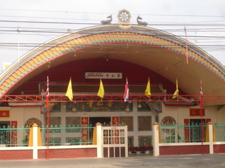 The main entrance of the Wat Pu Ren