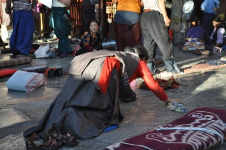 Tibetan lady who is doing her prostration in Lhasa, Tibet   (Source:Photo takeb by Tan Yoon Heng)