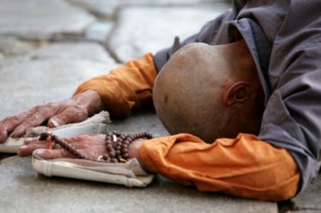 monk-prostration
